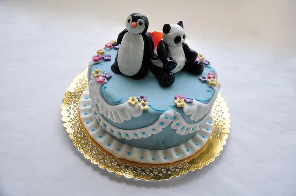 Tort sau Cupcakes? Tu ce vei alege sa pui pe mesele invitatilor prezenti la botez?