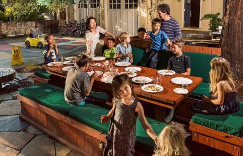 Cum sa organizezi o seara reusita intre adulti, atunci cand ai copii!