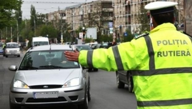 Femeile la volan: 5 accesorii de nelipsit atunci cand pornesti la drum