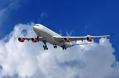 Cu avionul e mai usor